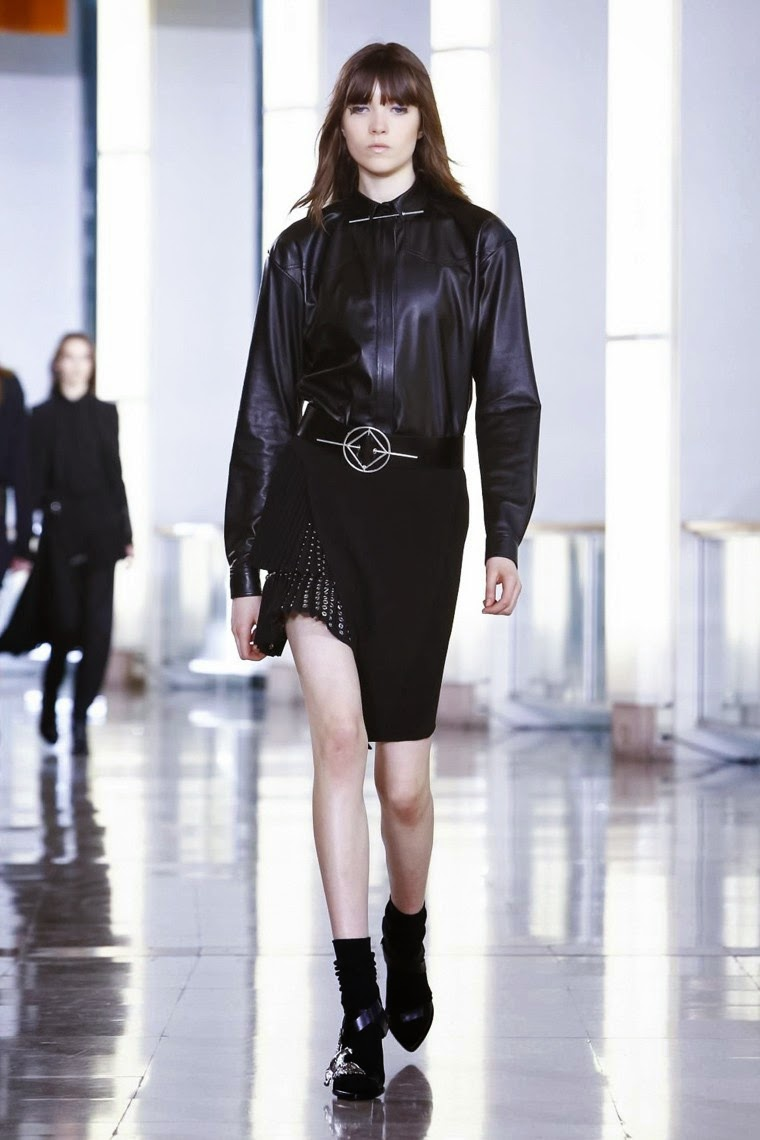 Anthony Vaccarello, Anthony Vaccarello AW15, Anthony Vaccarello FW15, Anthony Vaccarello Fall Winter 2015, Anthony Vaccarello Autumn Winter 2015, Anthony Vaccarello fall, Anthony Vaccarello fall 2015, du dessin aux podiums, dudessinauxpodiums, vintage look, dress to impress, dress for less, boho, unique vintage, alloy clothing, venus clothing, la moda, spring trends, tendance, tendance de mode, blog de mode, fashion blog, blog mode, mode paris, paris mode, fashion news, designer, fashion designer, moda in pelle, ross dress for less, fashion magazines, fashion blogs, mode a toi, revista de moda, vintage, vintage definition, vintage retro, top fashion, suits online, blog de moda, blog moda, ropa, asos dresses, blogs de moda, dresses, tunique femme, vetements femmes, fashion tops, womens fashions, vetement tendance, fashion dresses, ladies clothes, robes de soiree, robe bustier, robe sexy, sexy dress