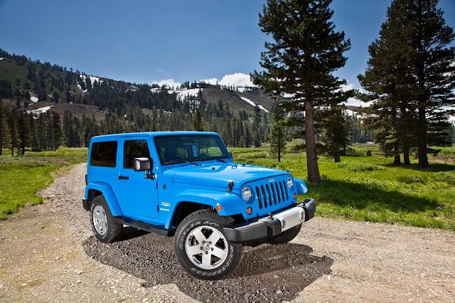 Front 3/4 view of 2013 Jeep Wrangler Sahara