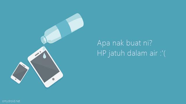 3 Langkah Selamatkan Smartphone Jatuh di Dalam Air