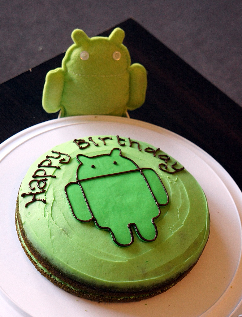http://3.bp.blogspot.com/-hEaoqF6b7tg/T8IV5fpzCXI/AAAAAAAAAZE/CcbIX7v4fRo/s1600/Android+cake+and+Andy.JPG