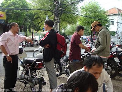 Tranh luận phụ tùng xe gắn máy