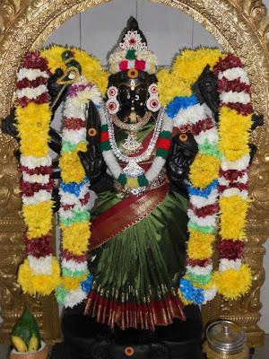 http://3.bp.blogspot.com/-hEp06Ma55ms/UHlsoYjIJQI/AAAAAAAAAYs/LpFioI7dka8/s400/maha+lakshmi.jpg