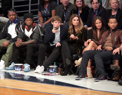 Imagen de Mack Maine, Lil Wayne y John Legend en el partido de las estrellas de la NBA 2011