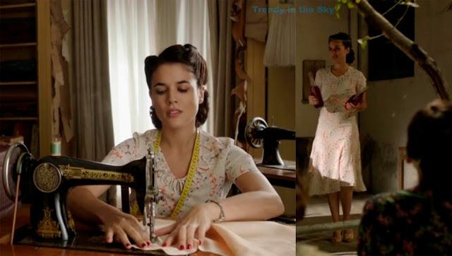 El tiempo entre costuras. Capítulo 3. Sira Quiroga vestido blanco estampado morada y naranja.