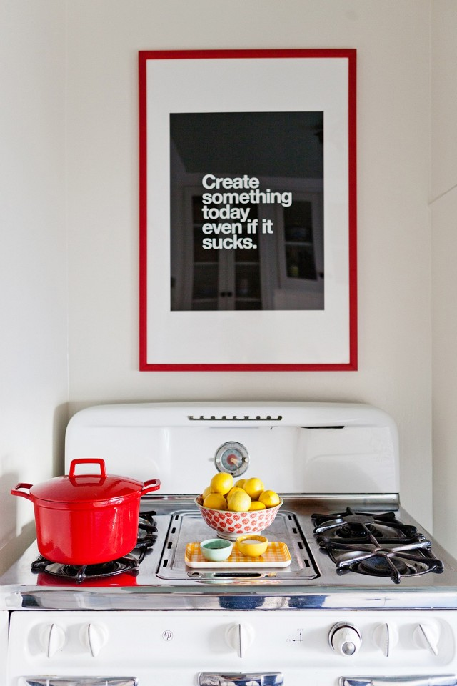 home-tour-a-young-designers-cheerful-eclectic-la-home-1519484.640x0c.jpg