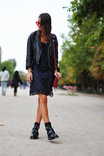 http://3.bp.blogspot.com/-hFIImur0vwg/UlG6OcjFJQI/AAAAAAAAPB4/eYLYH94-pAE/s1600/paris+fashion+week,+jardin+des+tuileries,+phillip+lim+bag,+balenciaga+boots,+zara+lace+dress.jpg