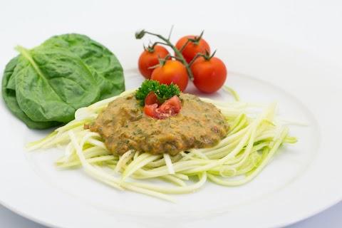 Raw Tomato Spinach Sauce and Zucchini Pasta