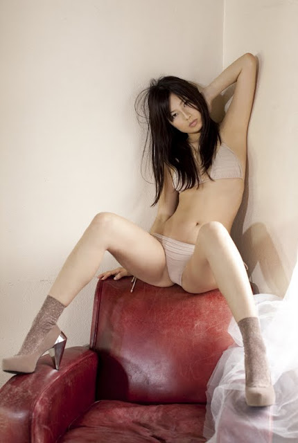 http://3.bp.blogspot.com/-hFLT4W9o9R0/ThBz0YQX53I/AAAAAAAAWhM/8jIpyWc2Y1E/s640/Mai+Sasaki+red+jean12.jpg