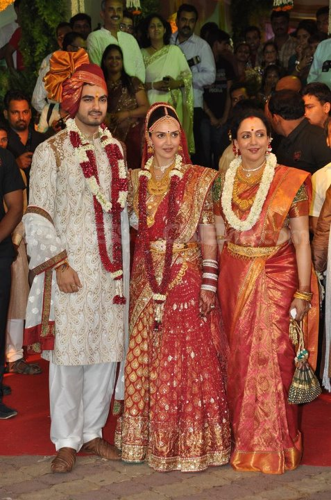 Hema Malini at esha deol wedding - (12) - Esha Deol Marriage Pics