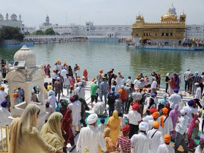 Sangat at Golden Temple in the daytime