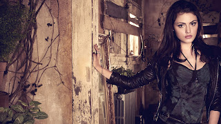 Phoebe Tonkin as Faye The Secret Circle HD Wallpaper