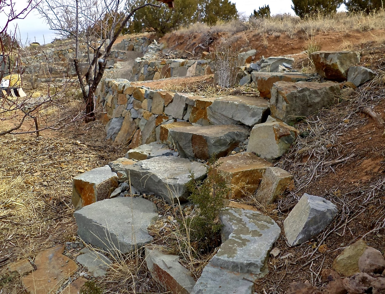 Alt build blog tips on building dry stack stone walls 1 for Building a stone home