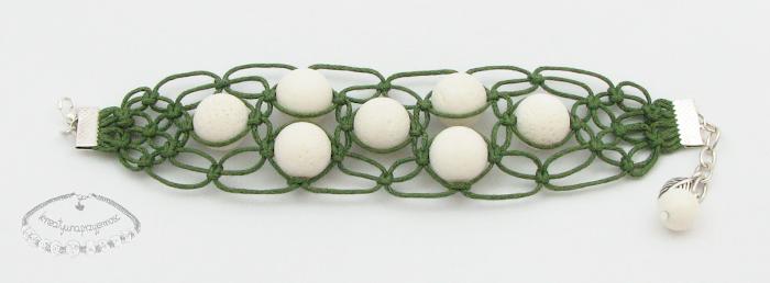 Makramowa bransoletka z koralem białym 2