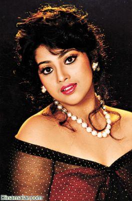 Telugu TV Serial Actress Meena In Yellow Saree Picture