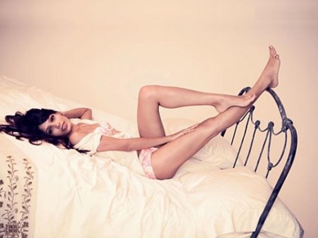 http://3.bp.blogspot.com/-hGL7BHHe3b4/T6N0tmVeQpI/AAAAAAAAEx8/wUO8jb757wY/s1600/Freida+Pinto+Bikini+(7).jpg