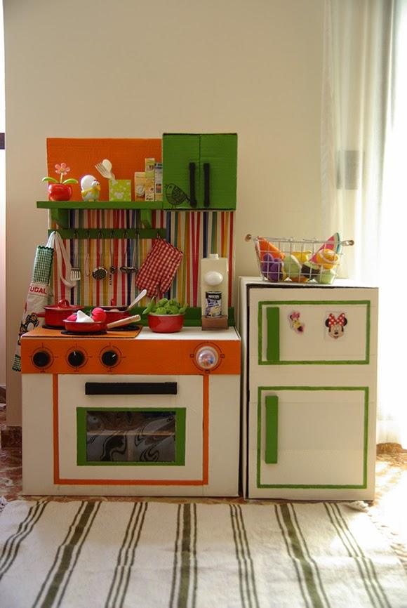 Cocinas con cajas de cart n para ni os pintando una mam for Como armar mi cocina