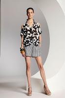 Къси бермуди пепит и блуза с черно-бял принт на Escada
