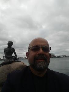 Selfie at statue of the Little Mermaid in Copenhagen.