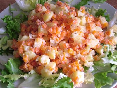 Sałatka czosnowa ziemniaczano-marchewkowa
