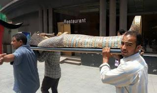 تفاصيل عملية نقل غطاء تابوت الملك إخناتون