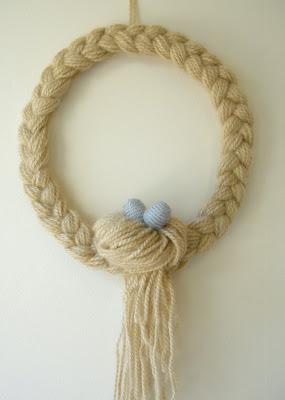Braid and Bun Yarn Wreath. Click for 40 more #DIY #Wreath Ideas