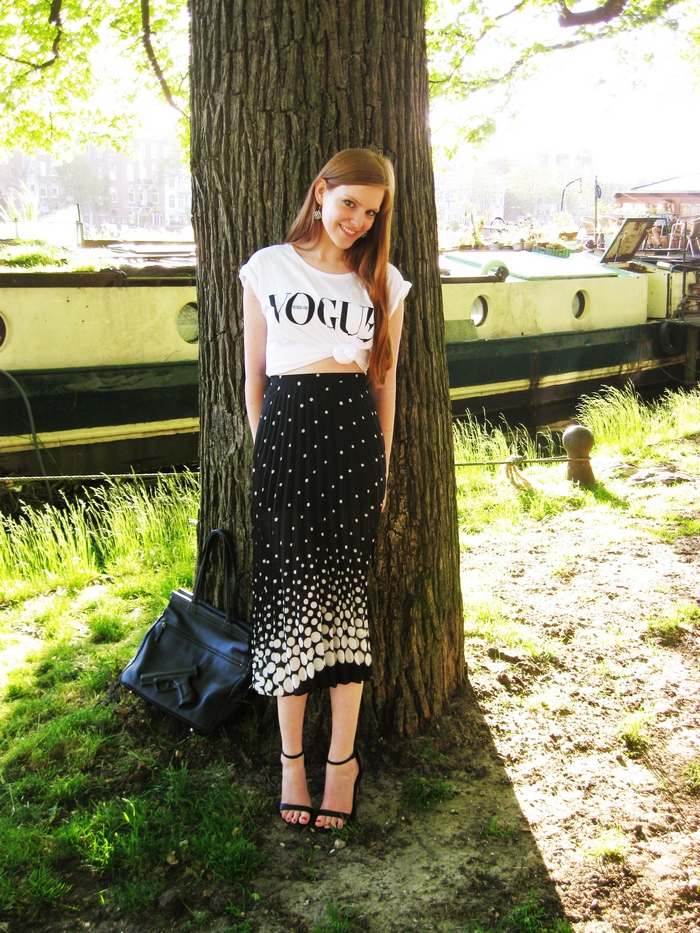 Monochrome Vogue Nederland blogger outfit amsterdam