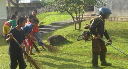 bersih-bersih di Ibad Ar Rahman