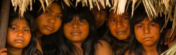 Seis adolescentes da aldeia Três Jacus.