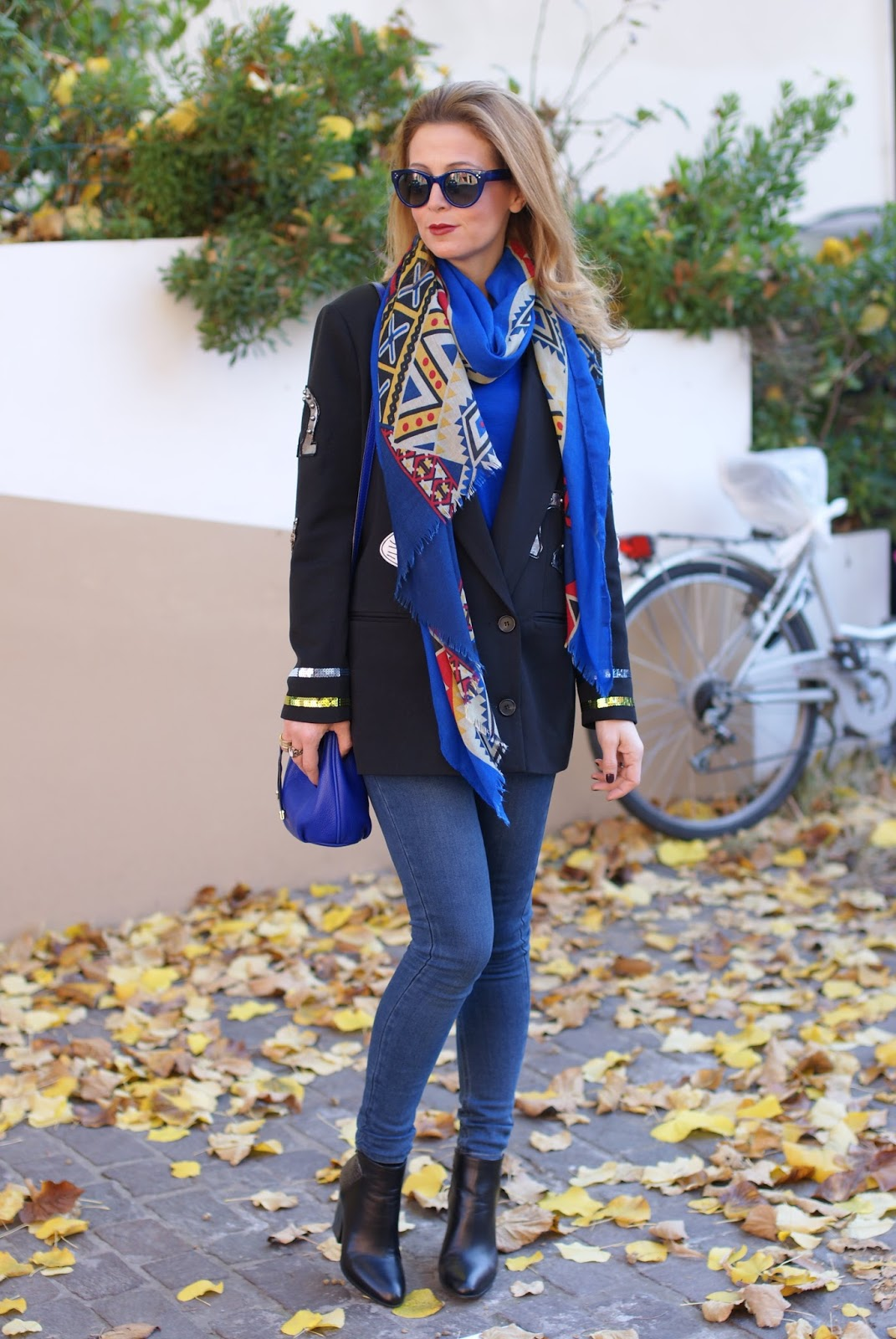 Vogos appliqued blazer, Subdued jeans and Lorenzo Mari shoes on Fashion and Cookies fashion blog, fashion blogger style