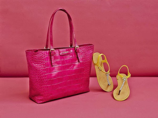 Guess bolso Croc Kerry Bag color rosa