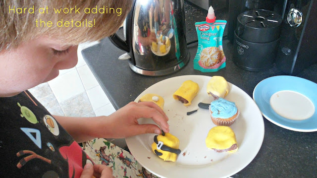 Decorating Minion Cakes