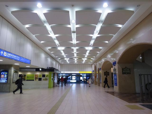 新宿駅西口,地下〈著作権フリー無料画像〉Free Stock Photos