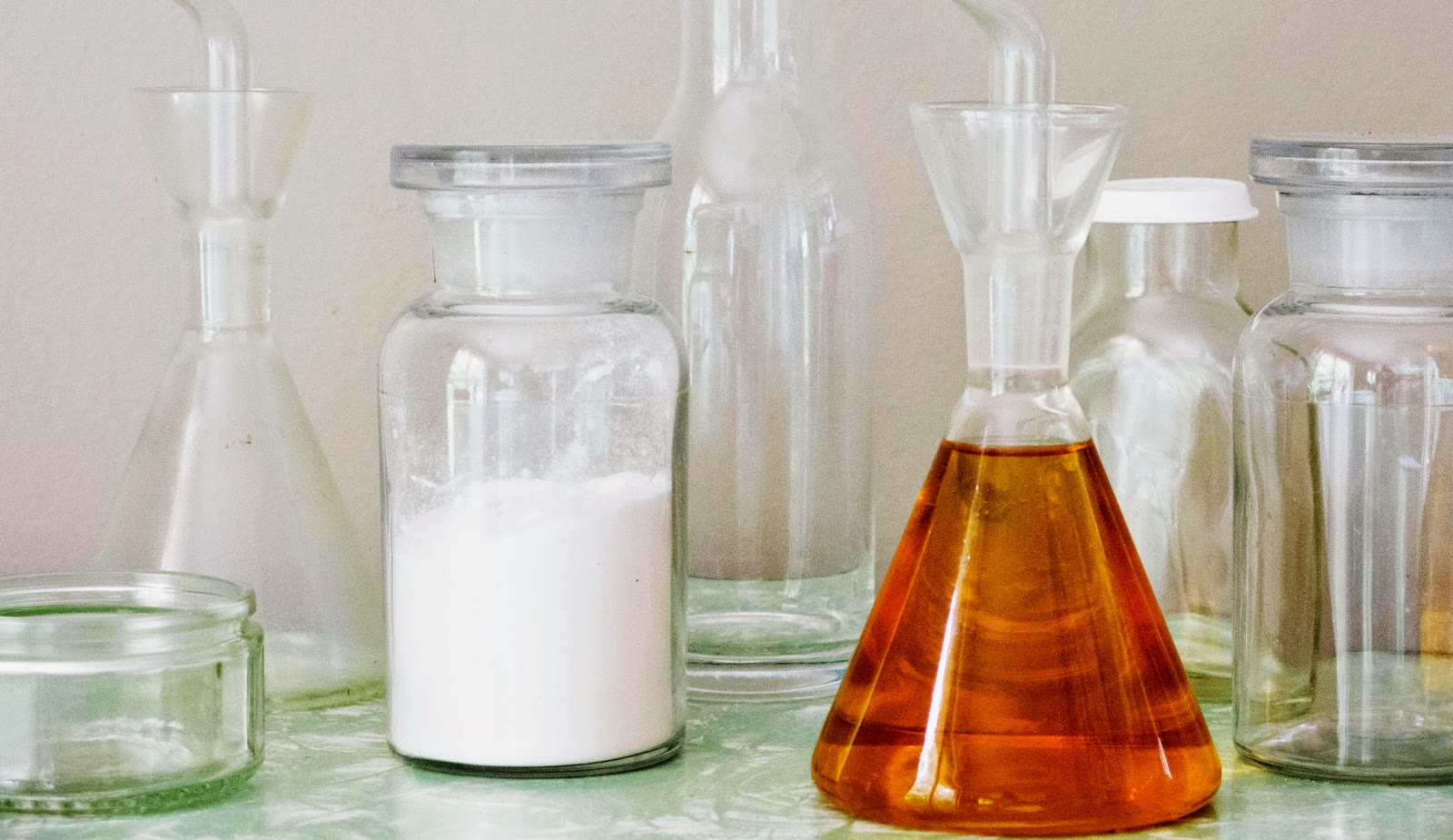 http://dashfieldvintage.blogspot.co.nz/2014/04/how-to-wash-your-hair-with-baking-soda.html