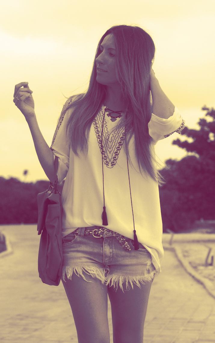 Outfit con túnica étnica verano 2012. Blog de moda Mes Voyages à Paris, desde Cancún, México, por Mónica Sors