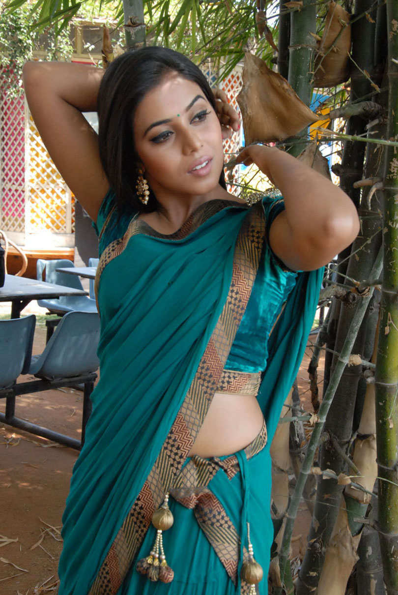 pics of hot girls in saree  178343