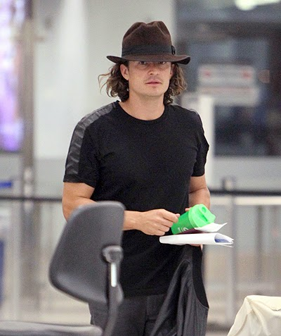 Orlando Bloom in airport