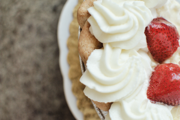 whole foods strawberry cream pie