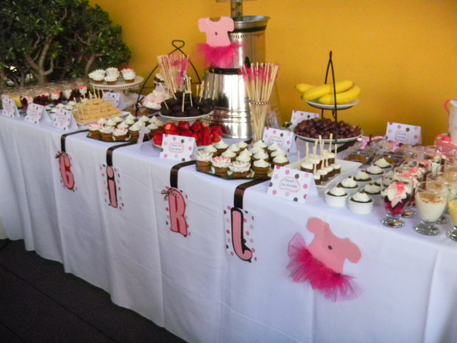 Sweet&Chic by Restaurantia: mesa dulce para baby shower