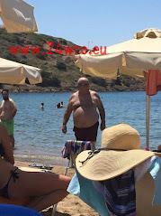 Νίκος Βούτσης στην παραλία... Σαν άλλος Πάγκαλος!
