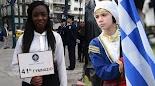Λίγο πριν τις 12 το μεσημέρι ολοκληρώθηκε η μαθητική παρέλαση για την επέτειο της 25ης Μαρτίου στο κέντρο της Αθήνας. Στην παρέλαση προπορε...