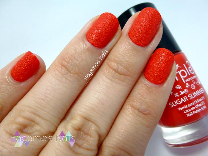 Manicura en rojo #NavidadNataliciosa. Purple Professional. Hagamos Nails