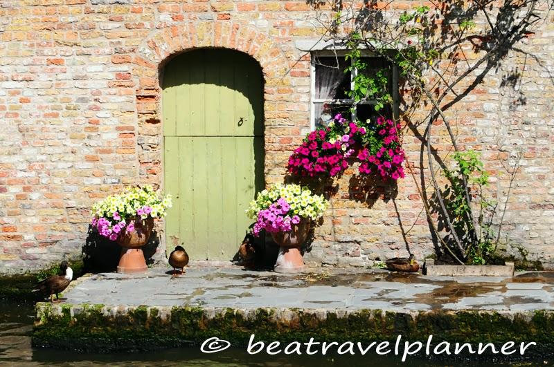 Bruges - vita nei canali della città