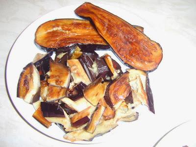 طبق مقبلات غراتان بادنجان و اللحم المفروم aze11.jpg