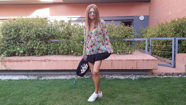 Carmen Hummer, Look, Shorts, Flower Power, Sneakers, Cool