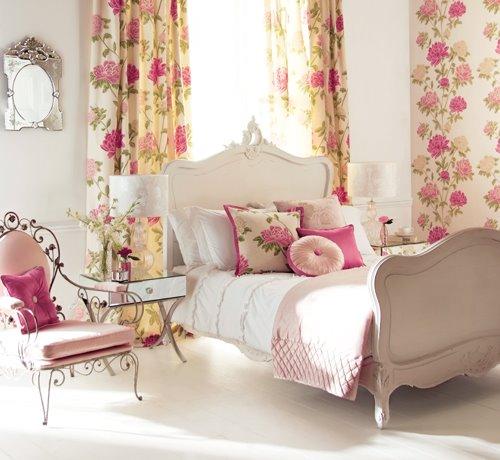 quarto feminino decorado com branco e floral