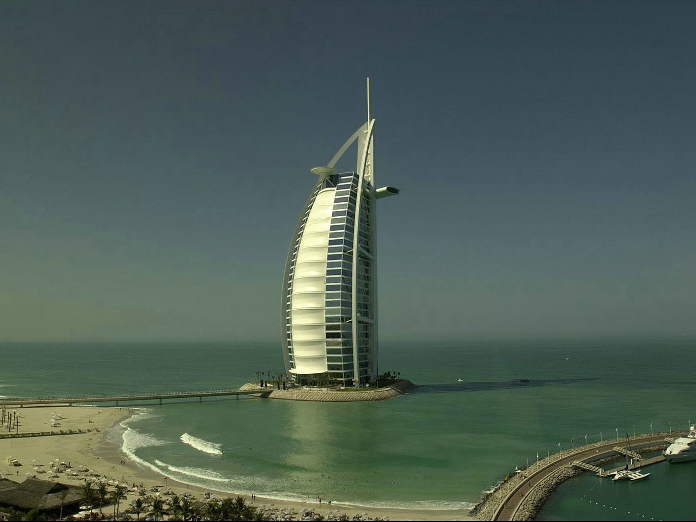 http://3.bp.blogspot.com/-hJc5IhX0dUk/TeBNYiqnBcI/AAAAAAAAEB4/IWb3KXoWWF0/s1600/Dubai-The-Bur-Jal-Arab-Tower-1-1400x1050.jpg