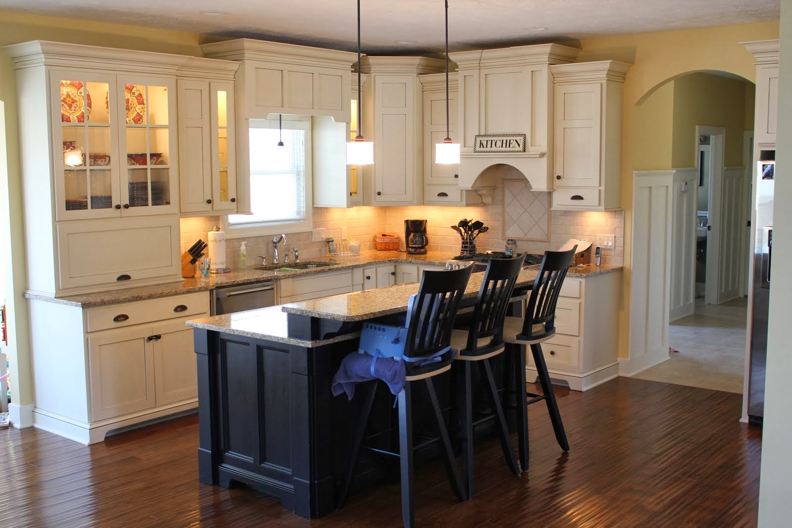 C b i d home decor and design mellow yellow - Benjamin moore paint colors for kitchen ...