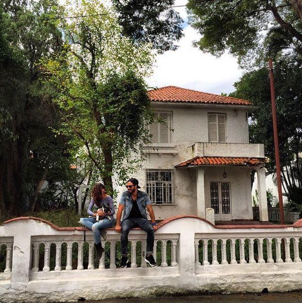 Isis Valverde e o namorado Uriel Del Toro
