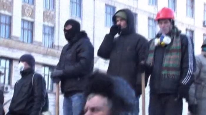 Kiev protesters attack building with police inside