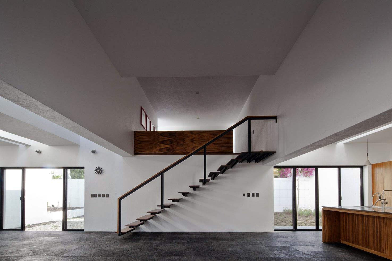 Rumah dengan Perpaduan Lokalitas dan Modernitas 7